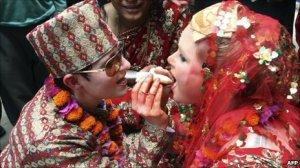 Courtney e Sarah se casaram no Nepal em 2011
