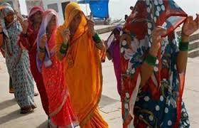 Cobrir o rosto na presença dos homens, mesmo dos de casa e um dos costumes desses vilarejos.