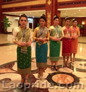lao-women-in-traditional-clothes-3