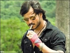 Vivek Oberoi interpretando o criminoso Maya Dolas