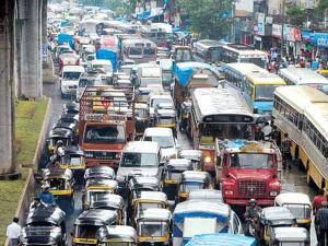 mumbai_metro_airport_traffic_midday2_600
