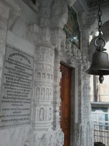 Belíssimo templo gujarati todo em mármore.