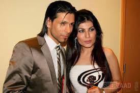 Aqui, o cantor com a estrela também afegça, Aryana Sayeed, que já apareceu no nosso blog.