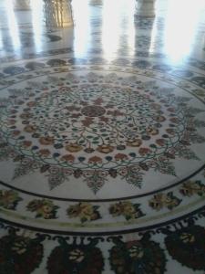 Vejam a beleza do piso do templo!