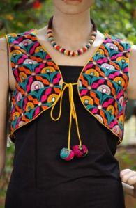 Esta jaqueta, originalmente usada pelos membros de uma das tribos, hoje é artigo fashion.
