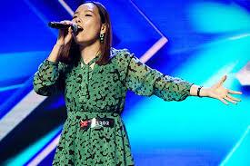Sua 1a apresentacao no X Factor, deixando todos boquiabertos!!!