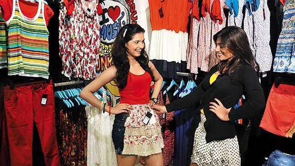 5-Things-Only-Mumbai-Girls-Can-Carry-Off-With-Elan