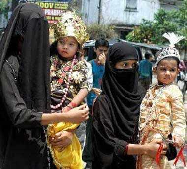 Resultado de imagem para hindu and muslim kids